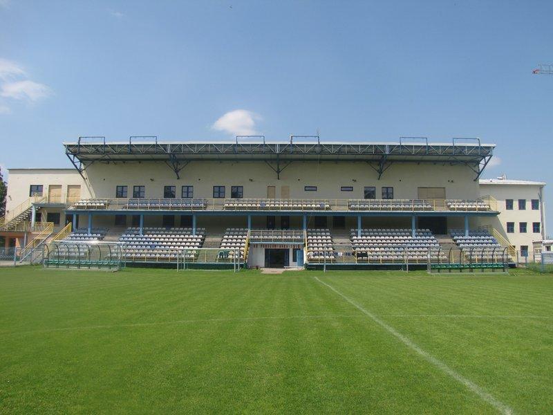 Obiekt-sportowo-rehabilitacyjny-w-Proszowicach-stadion